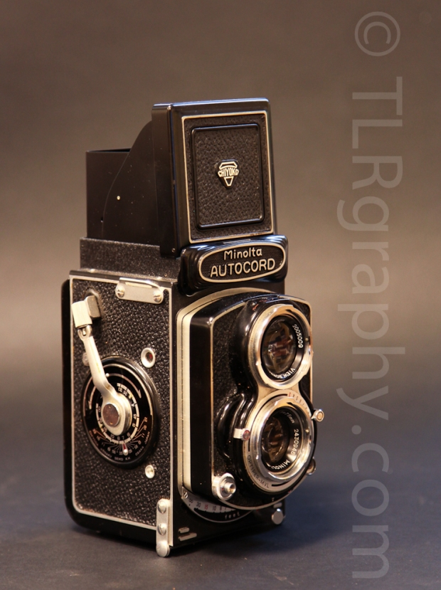 Right side view with viewfinder open - Minolta Autocord RG Version 1, 1961, Japan